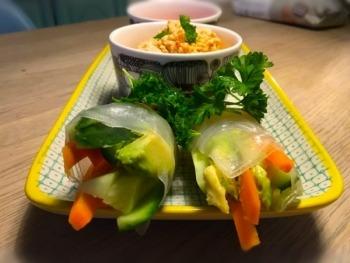 Sund, hurtig og billig aftensmad:  Friske vietnamesiske forårsruller med peanutcreme