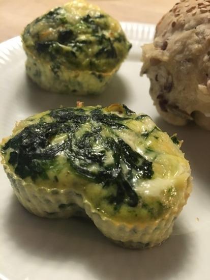 Nemt, hurtigt og sundt: Æggemuffins med spinat og mozzarella