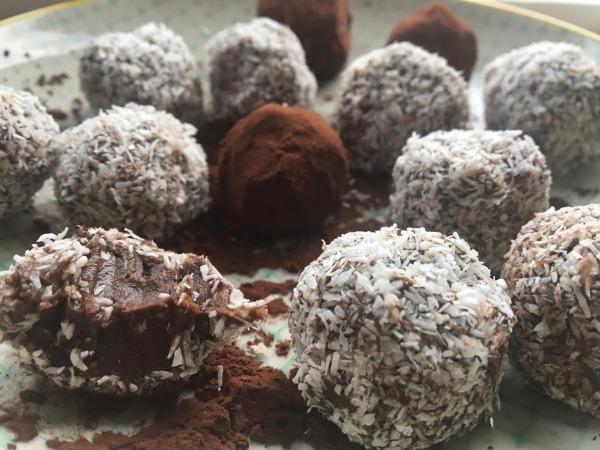 Cremede chokoladetrøfler med avocado - uden mel og sukker