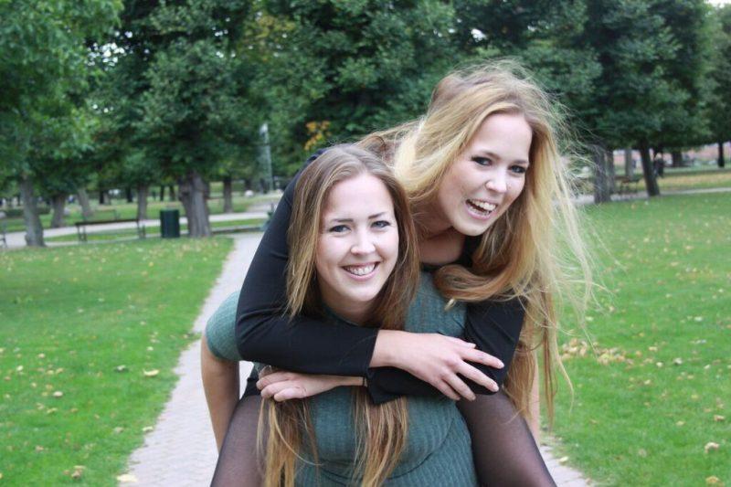 Hvor identiske er enæggede tvillinger?