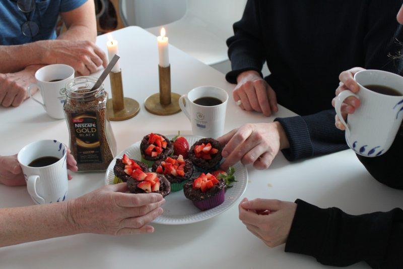 Kollega-overraskelse, og en opskrift på sunde mokkamuffins uden mel og sukker - Sydhavnsmor.dk
