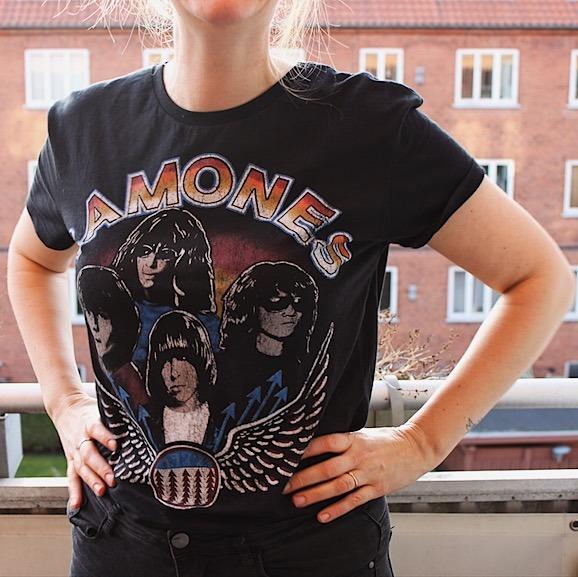 Leg sej, som May, med de fedeste band t-shirts ;-) - Sydhavnsmor.dk