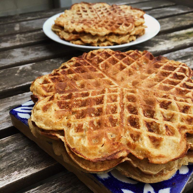 Sprøde og sunde vafler af 3 ingredienser (gluten - og laktosefrie) - Sydhavnsmor.dk