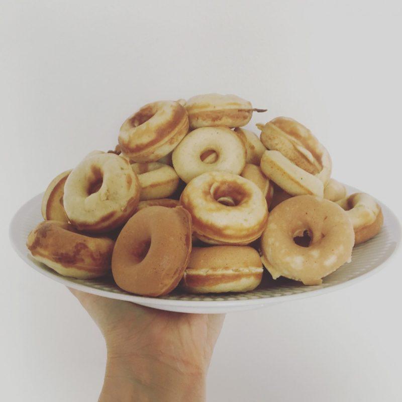 Sunde mel - og sukkerfrie mini donuts, uden friture! - Sydhavnsmor.dk