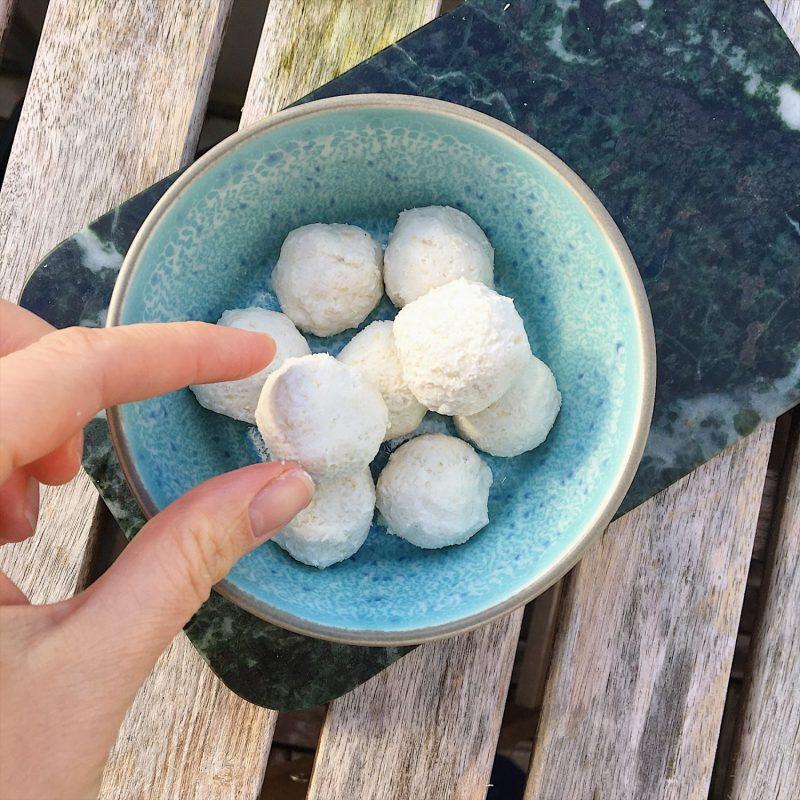 Sund jul: Pebermyntekugler af 5 ingredienser (sukkerfri, vegansk)