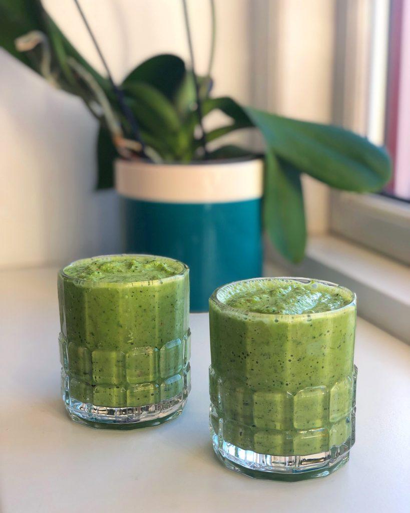Grøn, sund smoothie til morgenmad