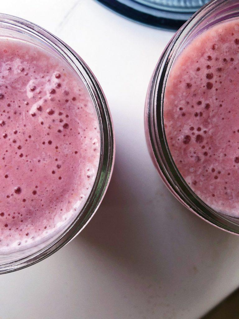 sukkerfri jordbærmilkshake af 3 ingredienser