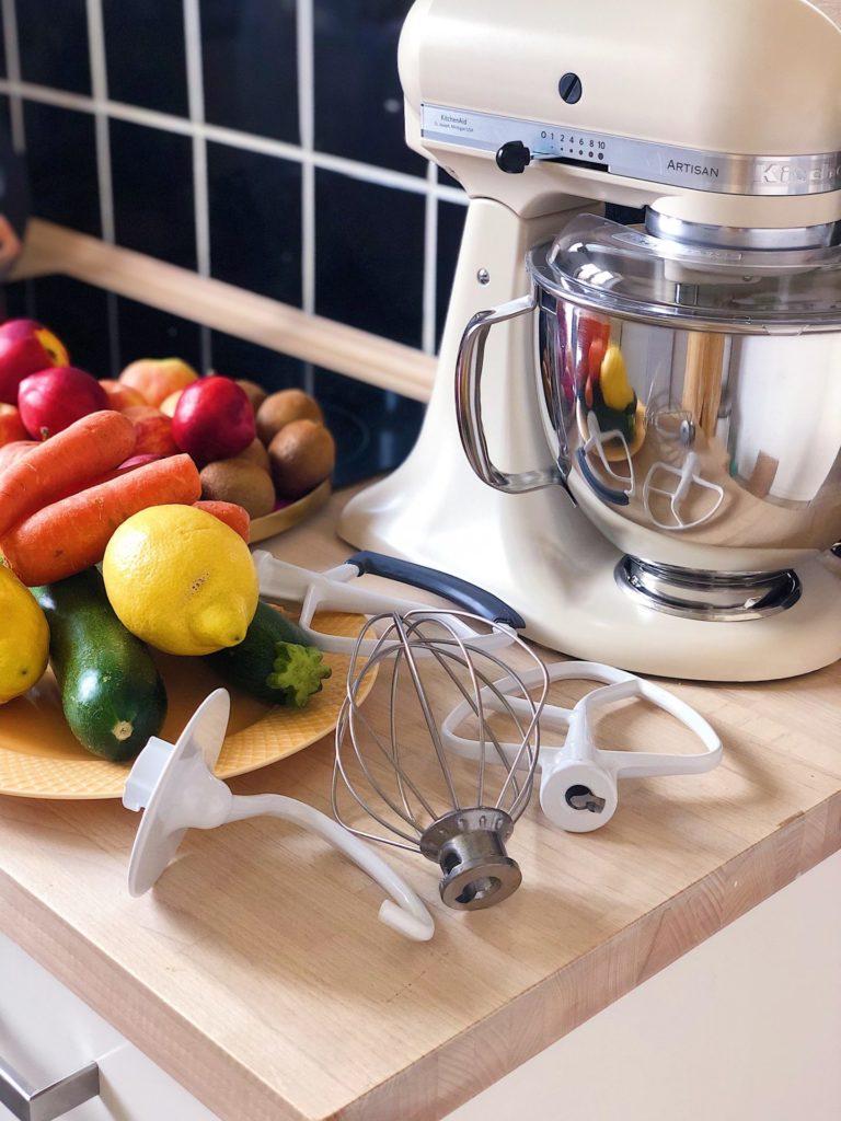 gulerodskage lavet med KitchenAid køkkenmaskine Artisan