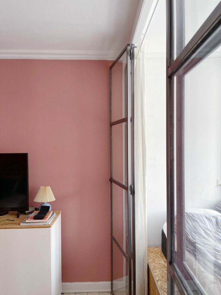 lyserødt værelse